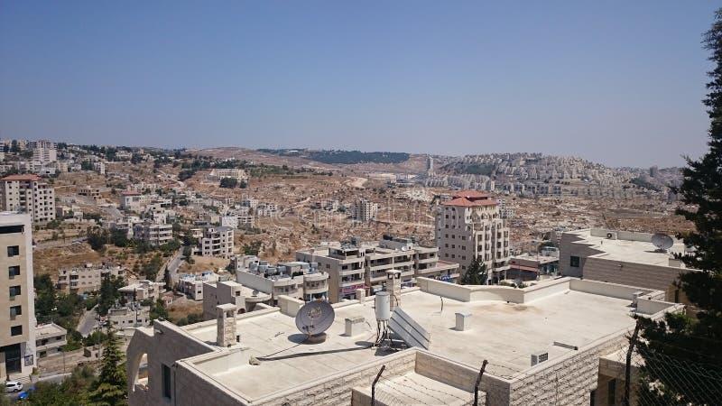现代耶路撒冷全景 公寓和办公楼建筑学在圣洁ciity耶路撒冷 免版税库存图片
