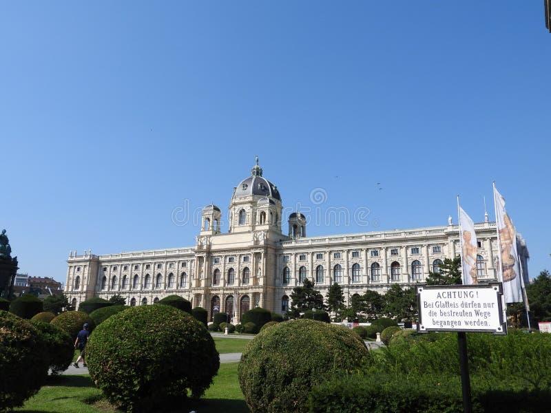 玛丽亚・特蕾西亚广场,维也纳,奥地利的区域,在一个晴天 免版税库存图片