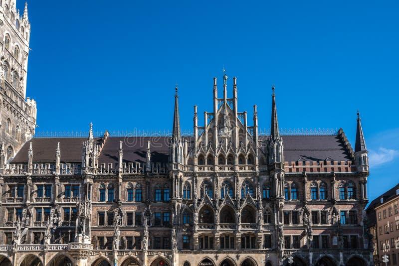 玛利亚广场的新村城镇厅在慕尼黑,巴伐利亚,德国 库存照片