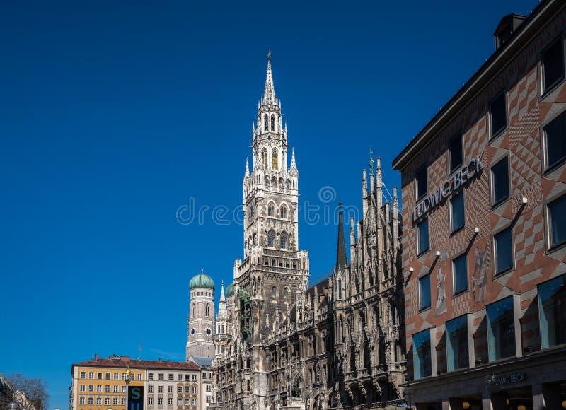 玛利亚广场的新村城镇厅在慕尼黑,巴伐利亚,德国 免版税图库摄影