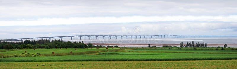 爱得华王子岛联邦大桥,北边的全景照片 裴,加拿大 库存图片