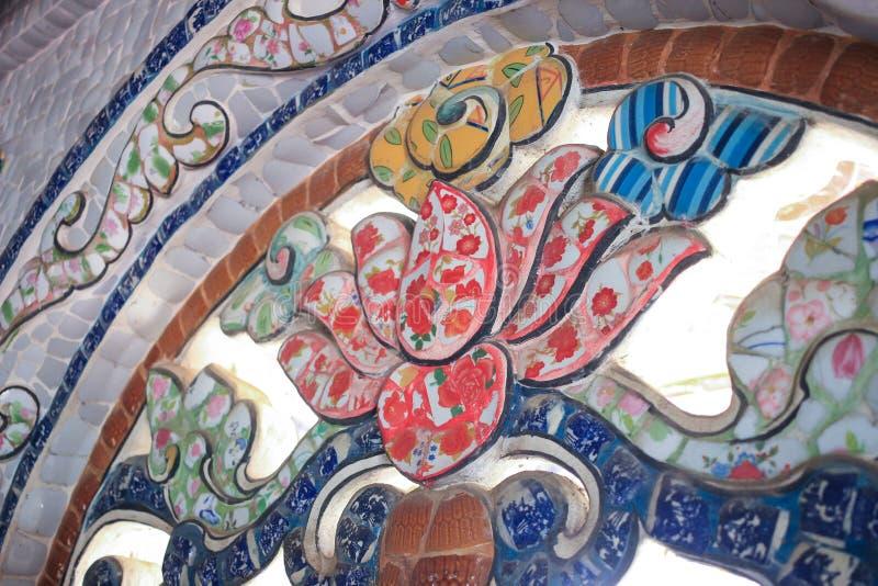 瓷细节马赛克关闭在大叻市市的,林同省,越南Linh Phuoc塔 库存图片