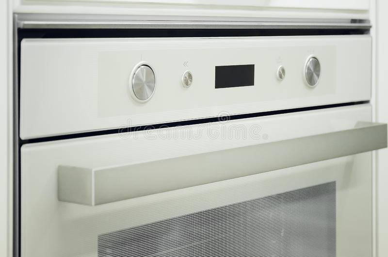 煤气炉和烤箱在现代厨房里 库存图片