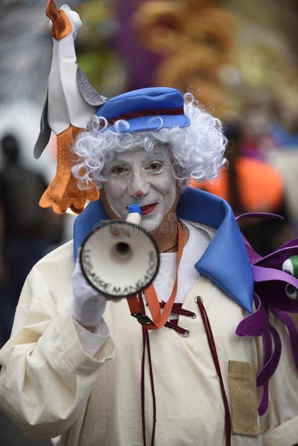 特内里费岛3月05日:在狂欢节的很多乐趣在街道上 2019年3月05日,特内里费岛金丝雀是 西班牙 免版税库存照片