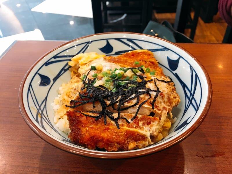特写镜头日本料理,酥脆猪肉米 免版税库存图片