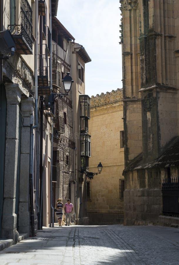 狭窄的街道,塞戈维亚,卡斯蒂利亚y利昂,西班牙 库存图片