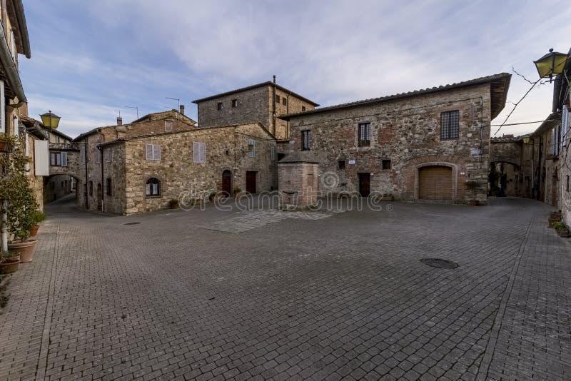 监狱正方形在穆尔洛,锡耶纳,托斯卡纳,意大利中世纪村庄  免版税库存图片