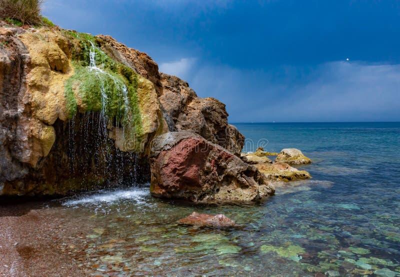 瀑布在海在马略卡 免版税库存图片
