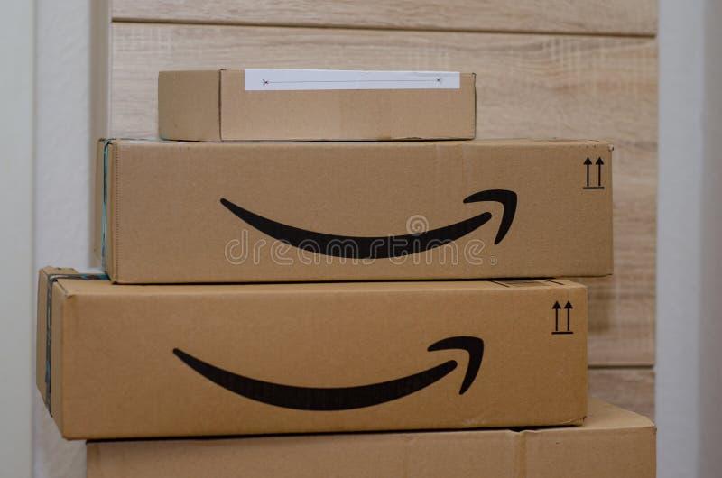 索斯特,德国- 2018年12月12日:亚马逊头等纸板箱 库存图片