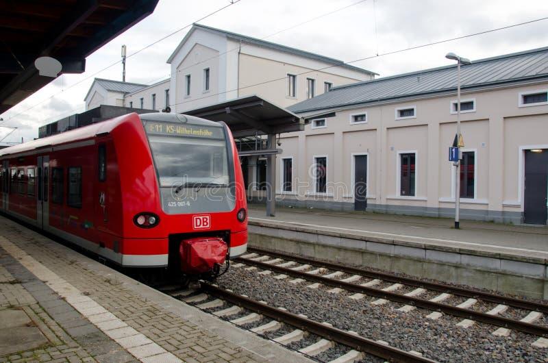 索斯特,德国- 2017年12月26日:在火车站的DBAG类425火车德国铁路地方火车 库存照片