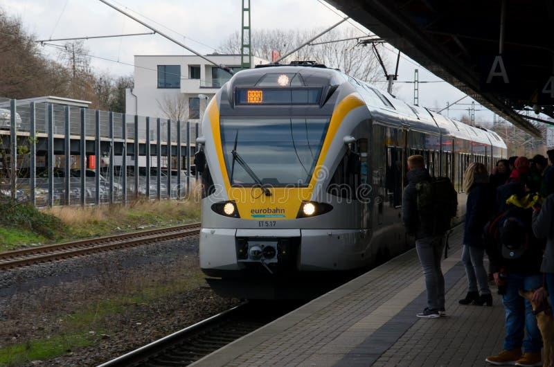 索斯特,德国- 2017年12月26日:在火车站的Eurobahn火车地方火车 库存图片
