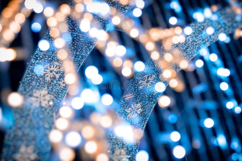 用圣诞树光和装饰做的被弄脏的欢乐背景 新年背景 温暖的家庭的完善的设计 库存照片