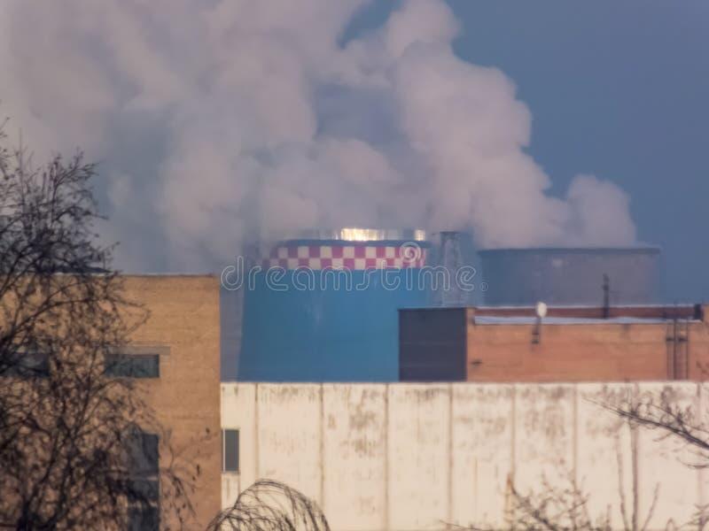 用管道输送烟,执行有害的放射 库存照片