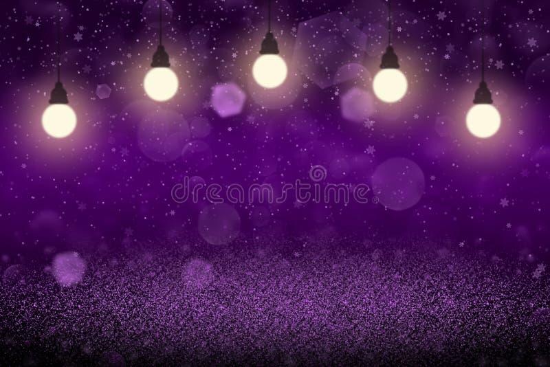 紫色美妙的光亮的与电灯泡的闪烁光defocused bokeh抽象背景和落的雪剥落飞行,欢乐 向量例证