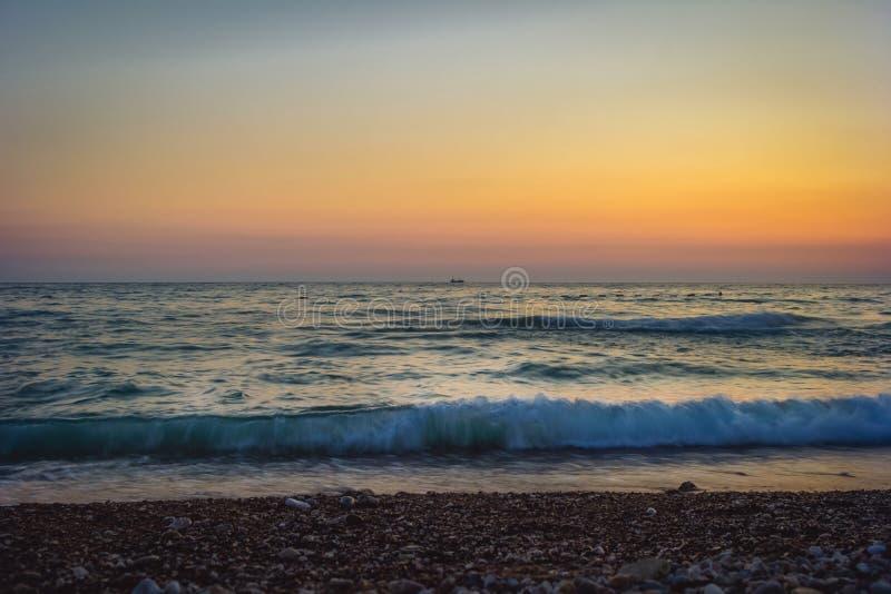 由海的美好的晚上 黑山 免版税库存照片