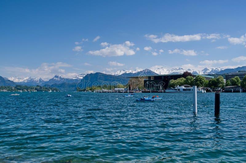 由琉森湖的湖边视图瑞士人的 免版税库存照片