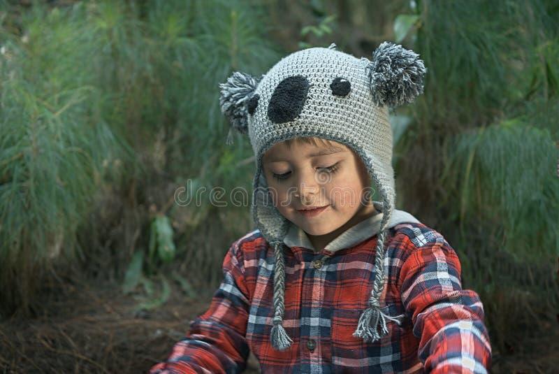 男孩公园使用 图库摄影