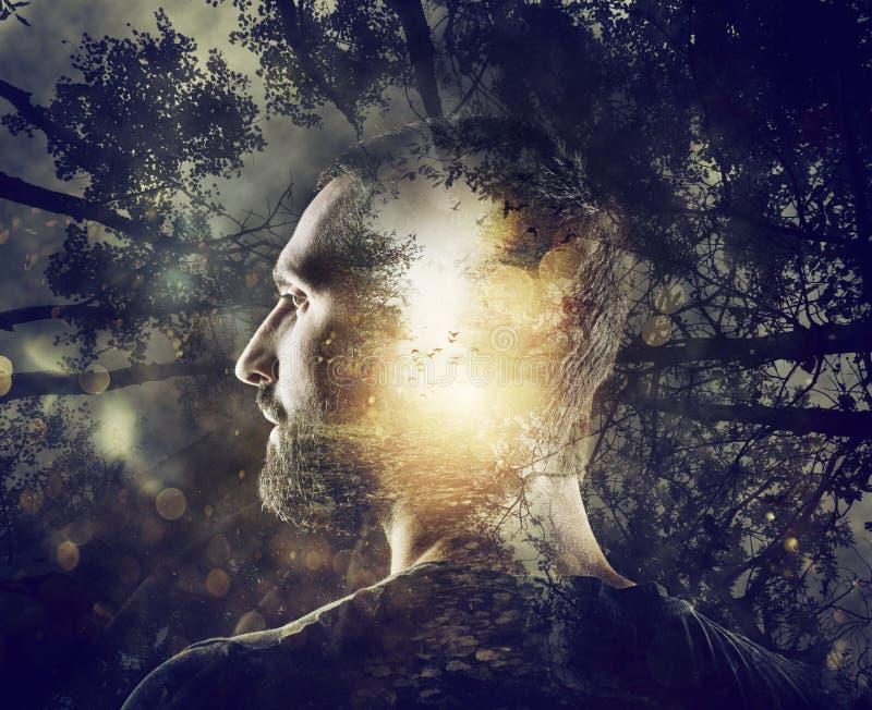 男孩想着一个神秘的森林 两次曝光 免版税库存图片
