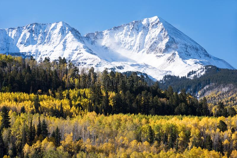 落矶山在南科罗拉多西部在早期的秋天 库存图片