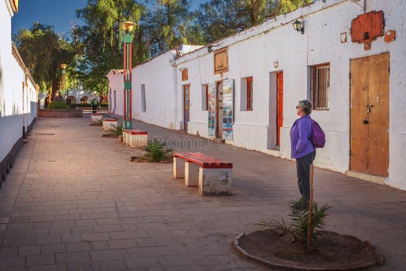 街道在圣佩德罗火山de阿塔卡马,智利镇  免版税库存照片