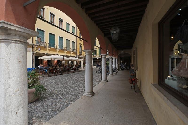 街道在西尔苗内,意大利 免版税图库摄影