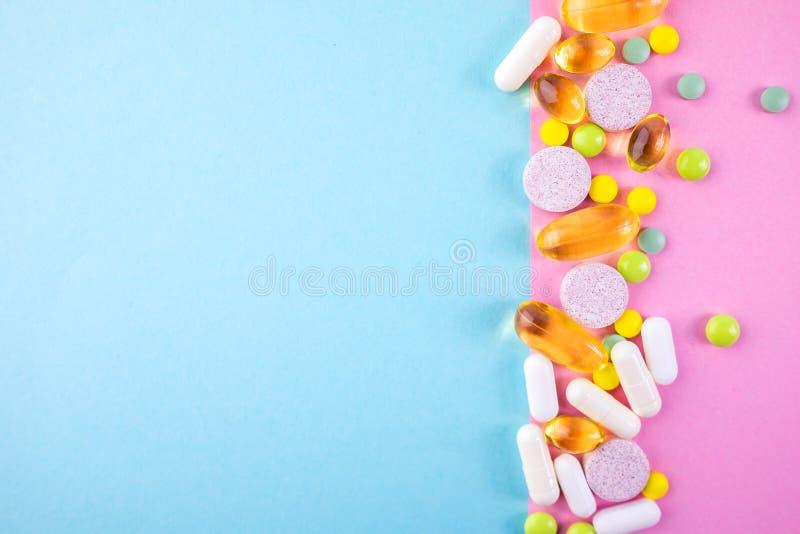 被分类的配药医学药片 安置文本 库存照片