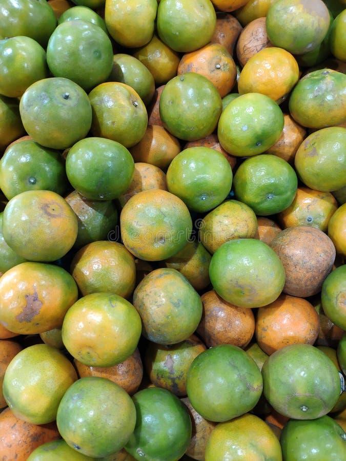 许多新鲜的蜜桔桔子 库存照片