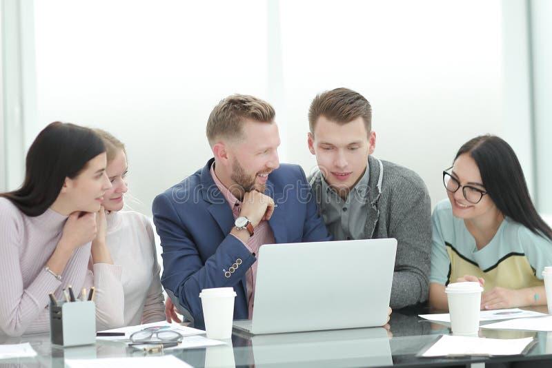 谈论雇员小组的新的合同的期限, 免版税库存图片