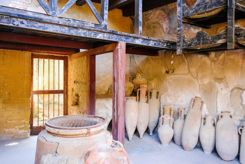 赫库兰尼姆,古老罗马镇 酒店的与油罐,埃尔科拉诺,意大利仓库 免版税库存图片