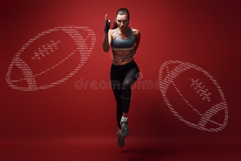 运行到远期 冲刺往在红色背景的照相机的年轻女运动员 图解图画 库存图片
