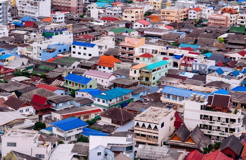 过度拥挤的亚洲都市residental区在华欣,泰国 免版税库存照片