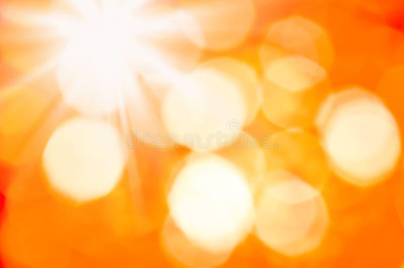 节日快乐背景 与defocused光的摘要逗人喜爱的欢乐光金黄黄色bokeh背景纹理 库存例证
