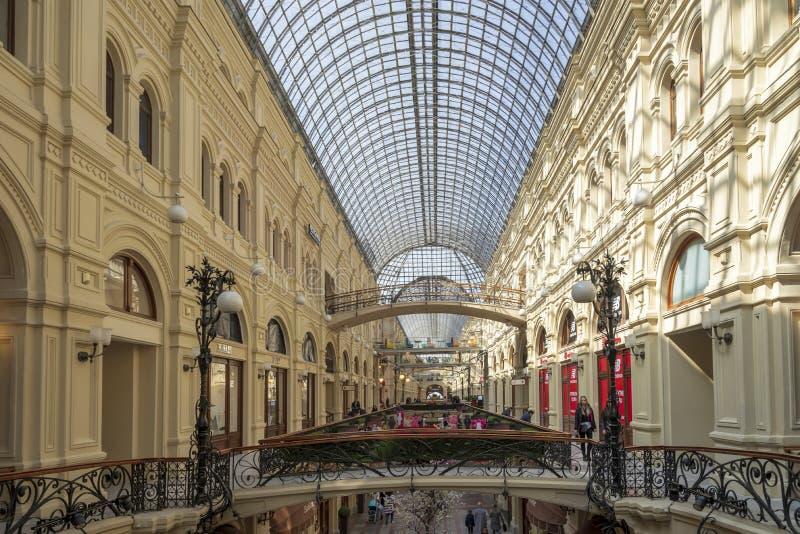 莫斯科,俄罗斯- 2018年4月12日:内部里面胶百货店这是红场的,莫斯科一著名购物中心, 免版税图库摄影