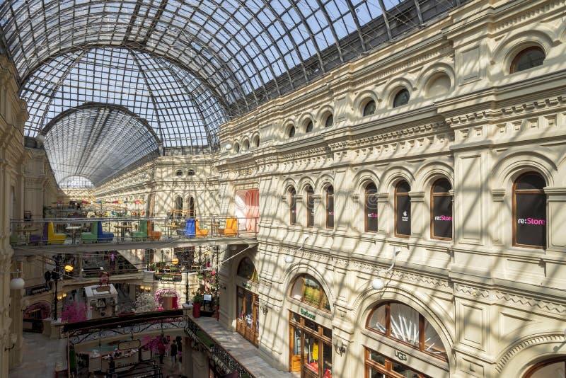 莫斯科,俄罗斯- 2018年4月12日:内部里面胶百货店这是红场的,莫斯科一著名购物中心, 库存图片