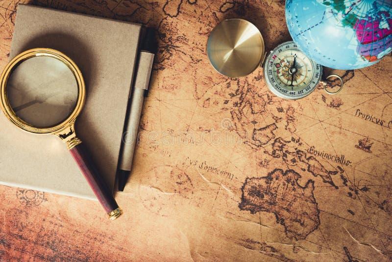 航海探索旅途计划 旅行目的地和远征计划假期旅行 关闭布局扩大化 免版税图库摄影