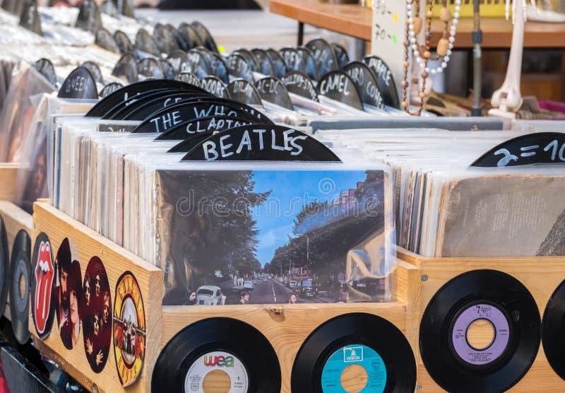 葡萄酒唱片圆盘在老贾法角旧货市场的待售 免版税库存图片