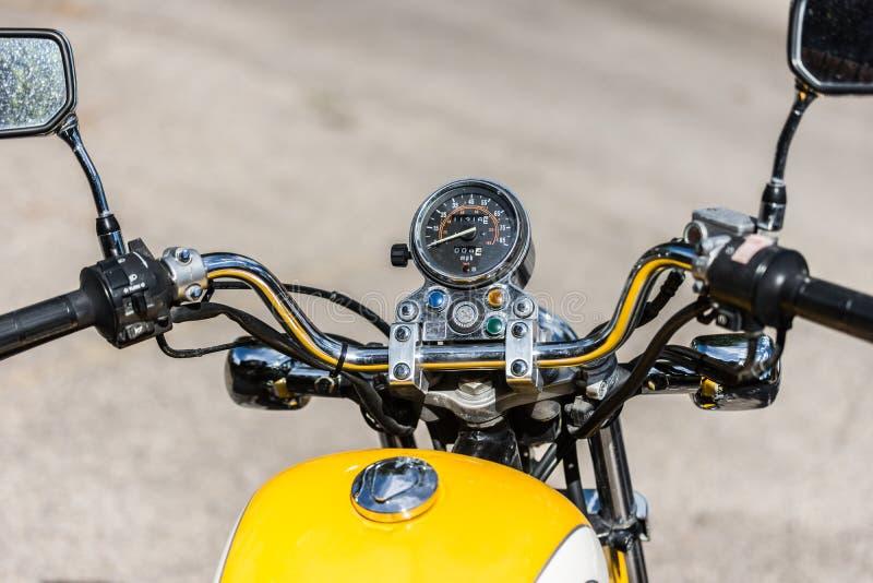 葡萄酒摩托车把手和车速表 库存图片