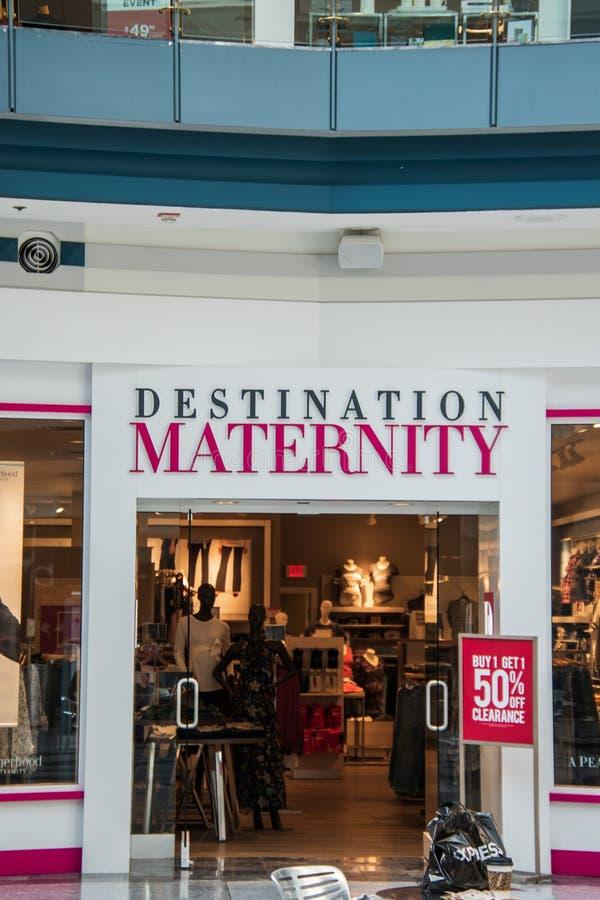 自由地方购物中心的目的地产科商店 图库摄影