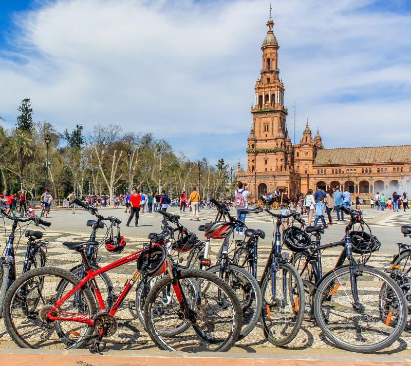 自行车在西班牙广场,塞维利亚停放 库存图片