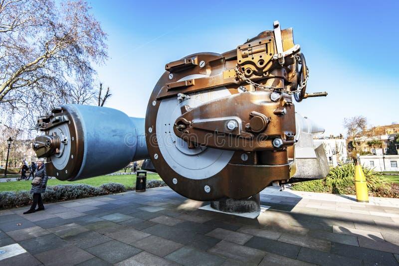 15英寸战舰枪的装载的后膛在帝国战争博物馆,伦敦,英国的 免版税库存图片