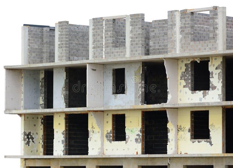 老年迈的被风化的难看的东西未完成的被拆毁的多层的住宅公寓平的单位盘区公寓房大厦,大详细 免版税图库摄影