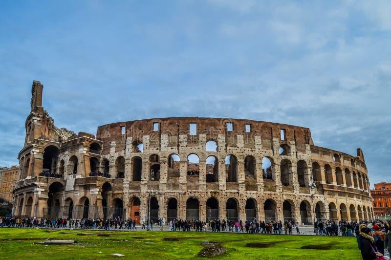 老和历史的罗马斗兽场在罗马,意大利 库存照片