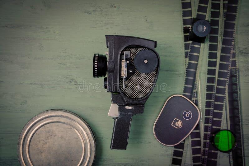 老电影摄影机和影片 库存照片