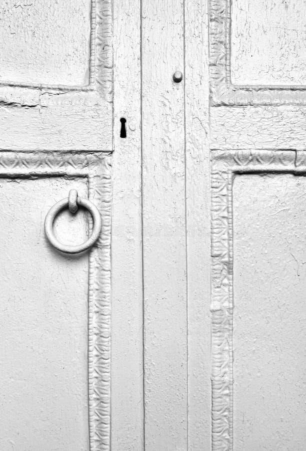 老被风化的门细节  免版税库存照片