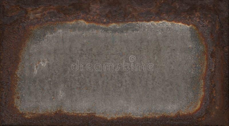 老,被腐蚀的铁金属片与铁锈在边缘附近 免版税图库摄影