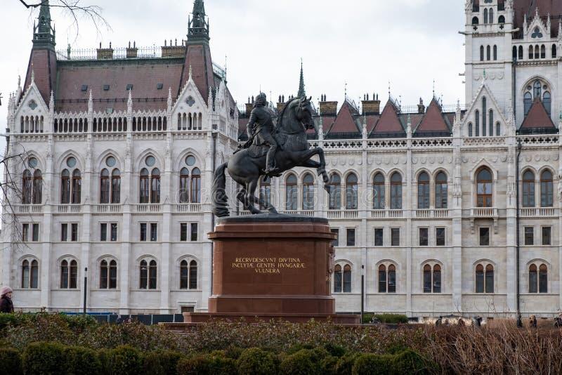 费伦茨Rakoczi骑马雕象在马,科苏特Lajos广场,布达佩斯,匈牙利,欧洲登上了 免版税库存图片