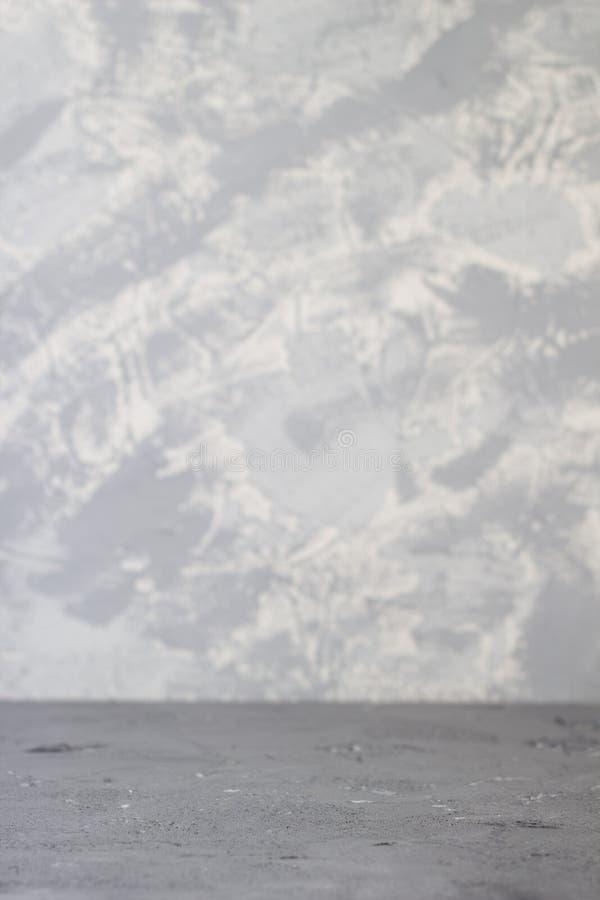 è parete e pavimento del cemento con ombra per il modello ed il fondo immagine stock libera da diritti