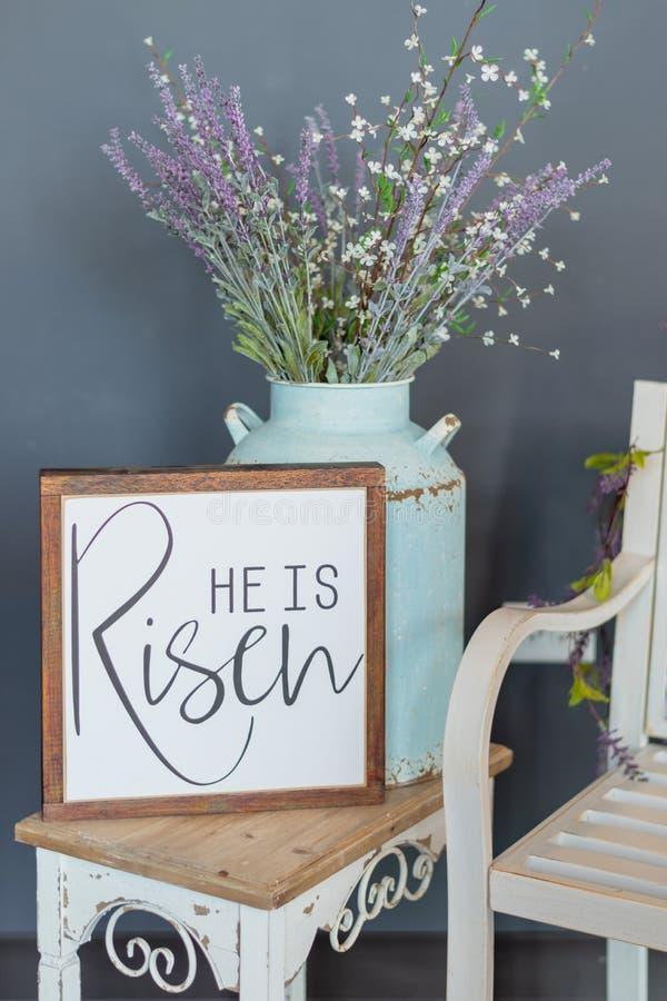 È segno aumentato - decorazione di Pasqua fotografia stock