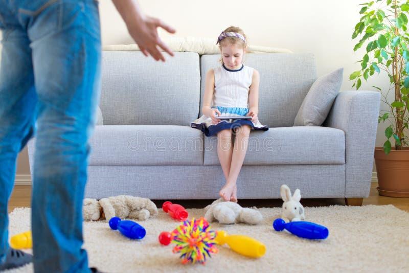 È tempo di pulire i vostri giocattoli! immagini stock