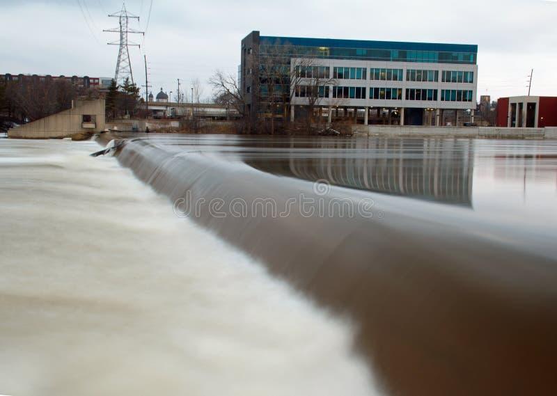 6ème barrage Grand Rapids de rue photographie stock